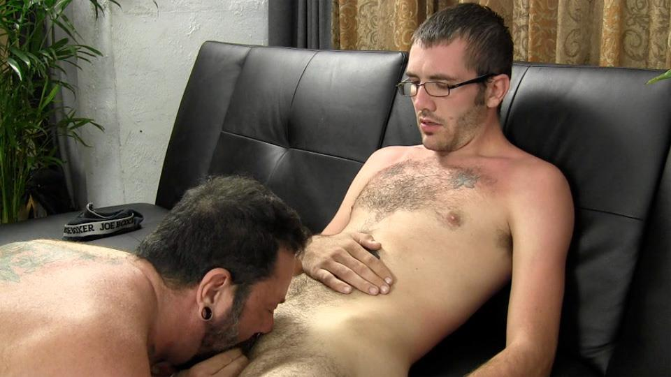 Straight Fraternity Reese Straight Young Guy Barebacking a Hairy Muscle Daddy Amateur Gay Porn 14 Amateur Young Straight Guy Barebacks a Hairy Muscle Daddy