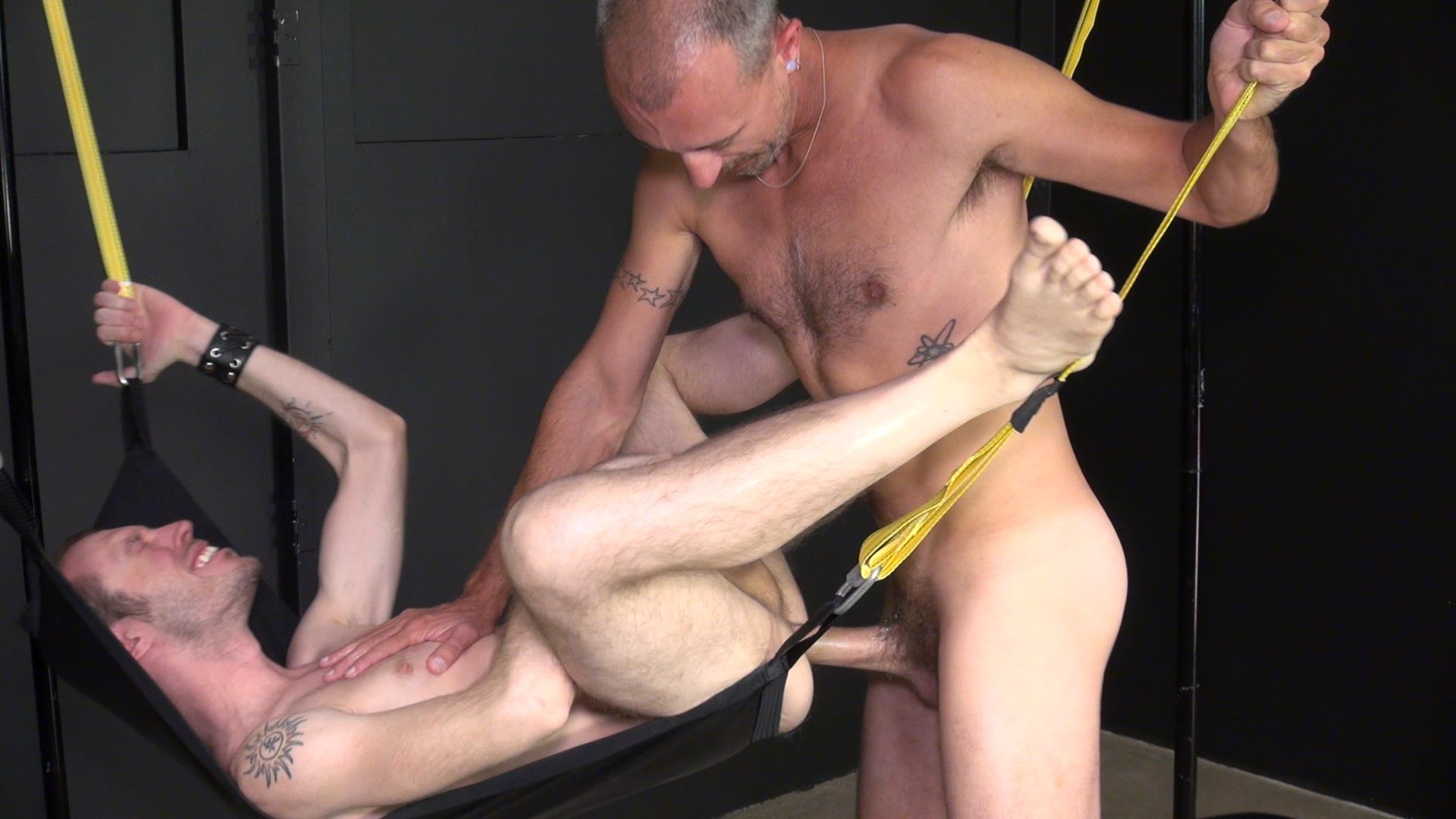 Raw-and-Rough-Blake-Dawson-and-Super-Steve-Horse-Cock-Bareback-Breeding-Amateur-Gay-Porn-07 Huge Cock Bareback Breeding A Tight Hole In A Sex Sling